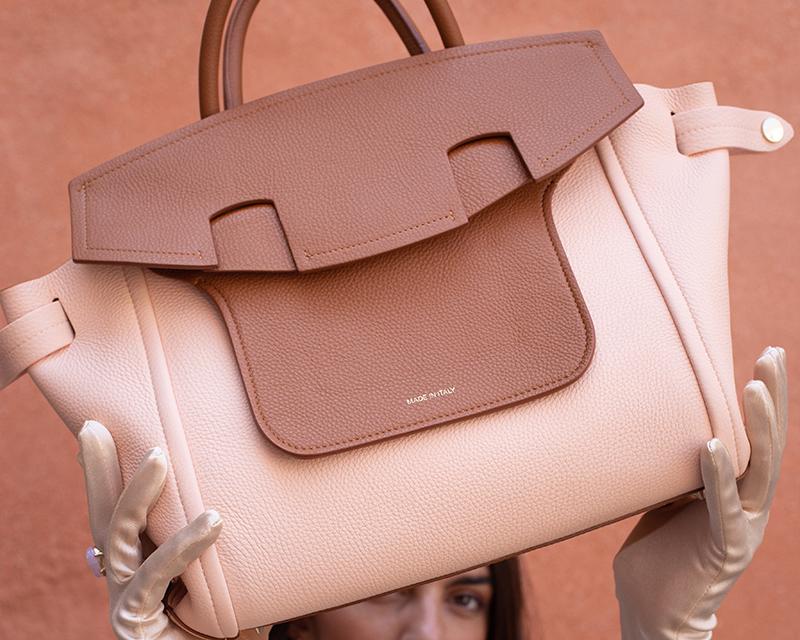 cose fondamentali nella borsa di una donna